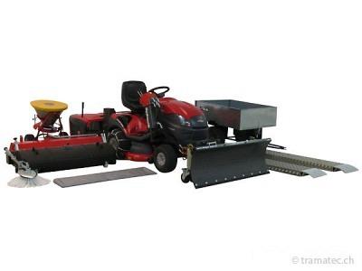 Rasentraktor inkl. Hydraulik und Anbaugeräten